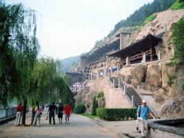 1 Day Tour: Luoyang Longmen Grottoes, White Horse Temple and the