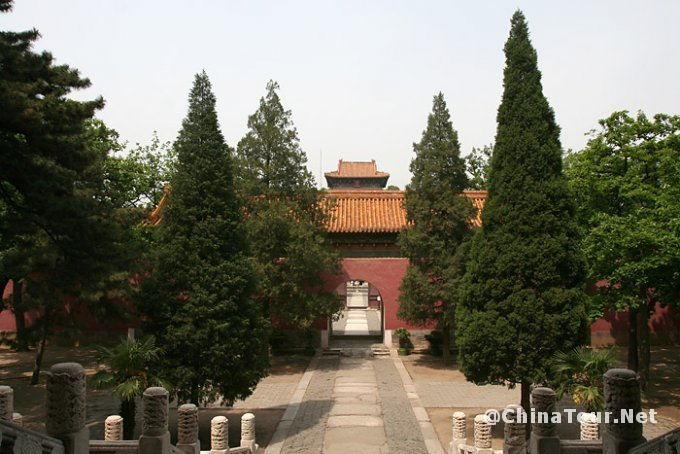 A view of the Neihongmen gate and the Minglou (soul tower) from the rear of the Ling'en hall.