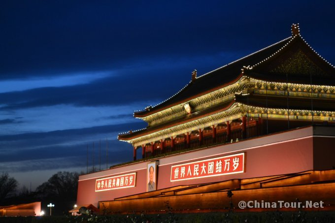 The Tiananmen gate at night