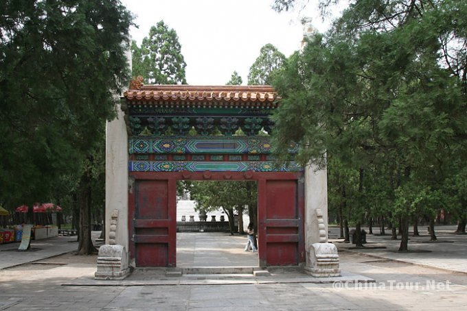The Ling Xing gate.