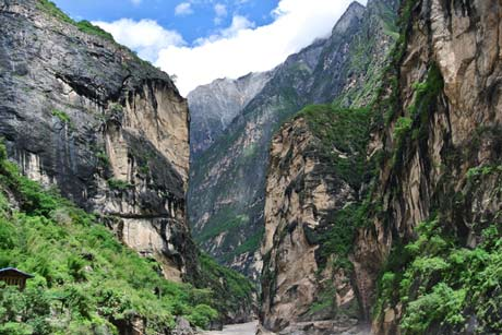 1 Day Tiger Leaping Gorge Hiking Group Tour from Lijiang